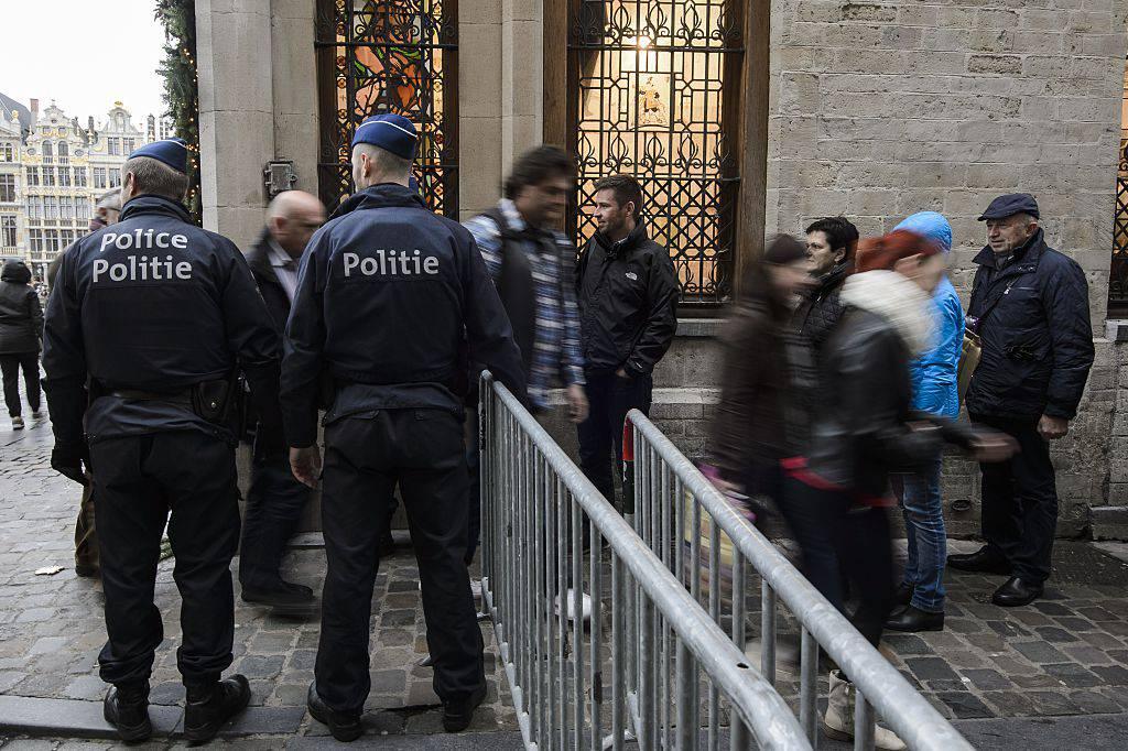Controlli polizia a Bruxelles (NICOLAS LAMBERT/AFP/Getty Images)
