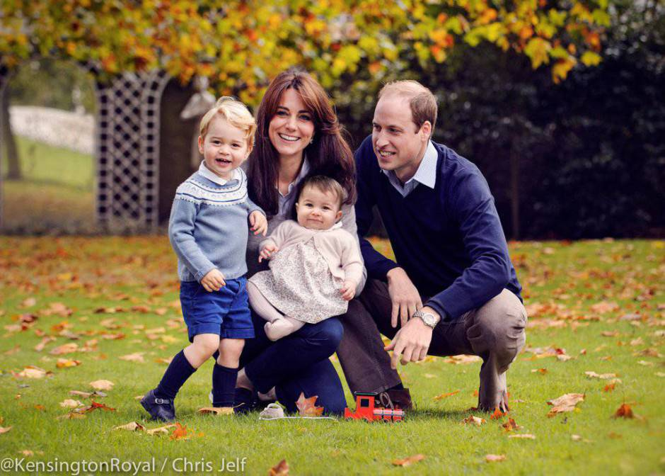 La Royal Family William, Kate, George, Charlotte (Foto Kensington Palace)
