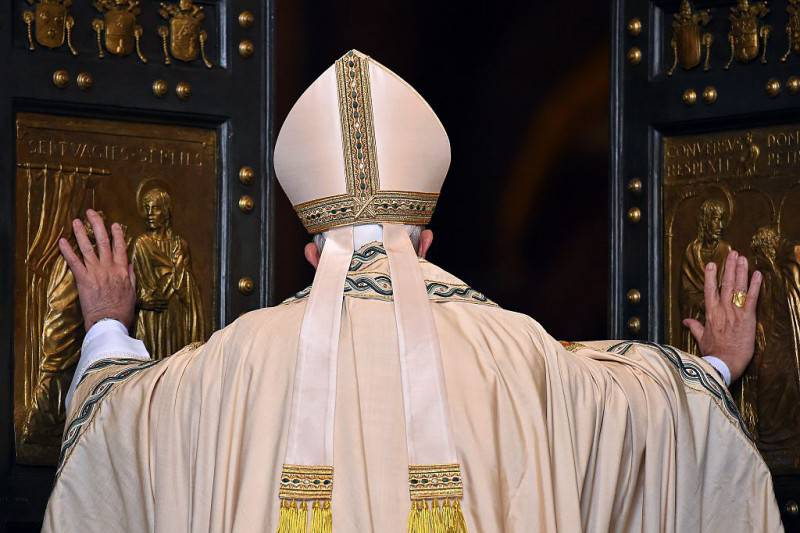 Papa Francesco apre la Porta Santa (Getty Images)