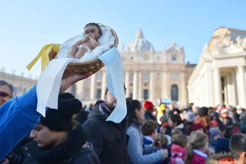 San Pietro, benedizione del bambinello, Natale 2015 (TIZIANA FABI/AFP/Getty Images)