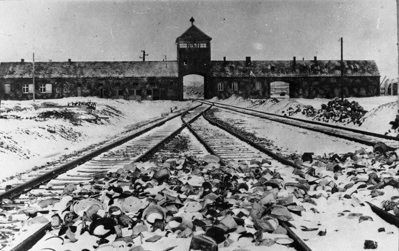 Il campo di concentramento di Auschwitz (Foto Bundesarchiv, B 285 Bild-04413 / Stanislaw Mucha / CC-BY-SA 3.0 CC. Wikipedia)