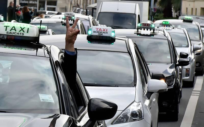 Taxi, nuovo metodo di pagamento con la pandemia (Getty Images)