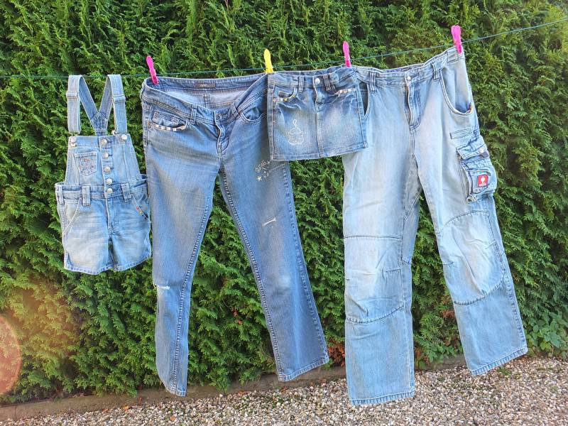 Jeans a stendere (Pixabay)