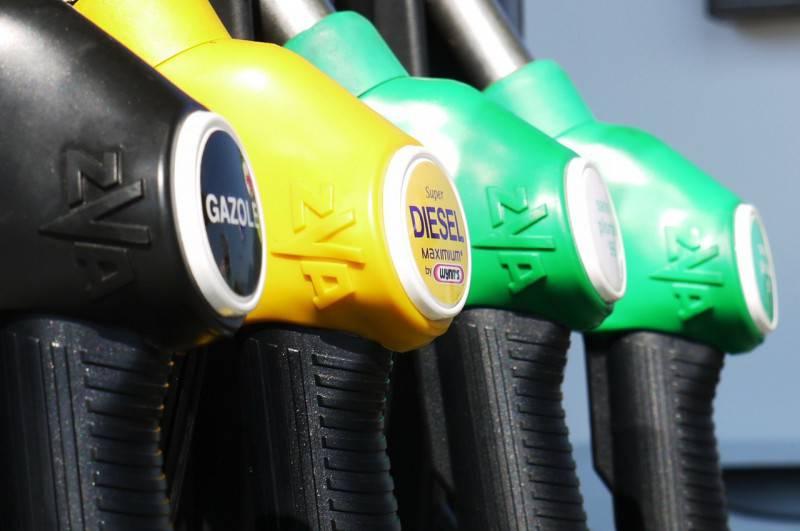 Pompa di benzina (PIxabay)