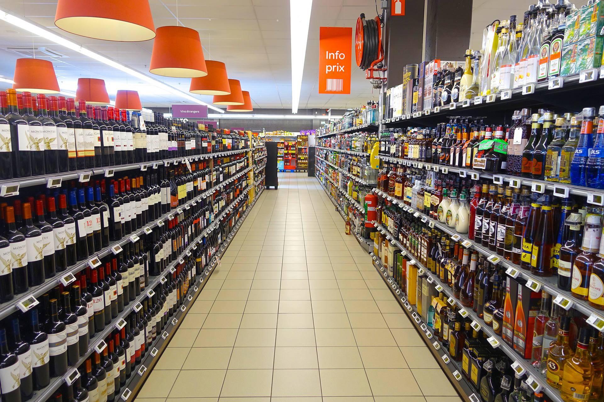 Novara, si suicida nel parcheggio di un ipermercato