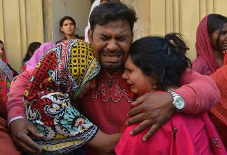 Strage di cristiani a Lahore, in Pakistan a Pasqua (ARIF ALI/AFP/Getty Images)