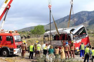 L'autobus di studenti ribaltato in Spagna (PAU BARRENA/AFP/Getty Images)
