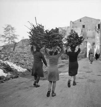 Donne italiane nel marzo del 1946 (Chris Ware/Keystone Features/Getty Images)