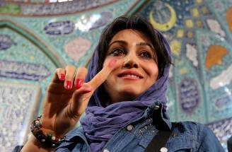 Una donna al voto in Iran (ATTA KENARE/AFP/Getty Images)