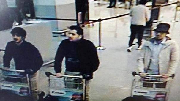 Terroristi di Bruxelles (Frame dalle videocamere dell'aeroporto di sorveglianza di Zaventem)