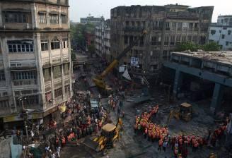Crollo in India a Kolkata (DIBYANGSHU SARKAR/AFP/Getty Images)