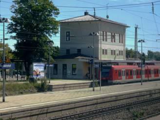 Stazione di Grafing (Foto di Hubert Fröhlich, CC BY-SA 2.0, Wikicommons)