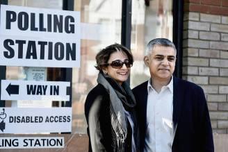 Sadiq Khan ai seggi con la moglie (Mary Turner/Getty Images)