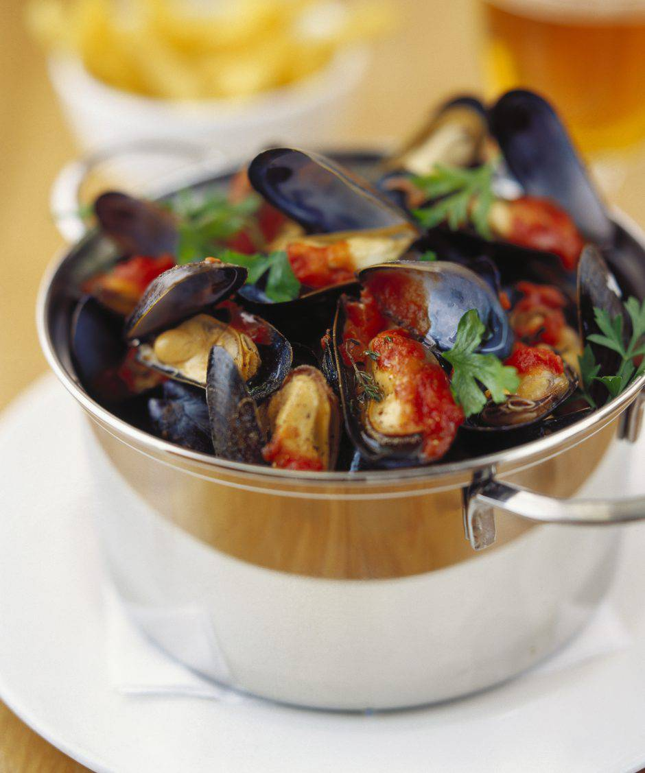 Mussels in tomato and parsley sauce