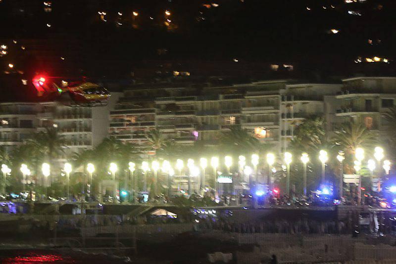 Il lungomare di Nizza durante l'attentato (VALERY HACHE/AFP/Getty Images)