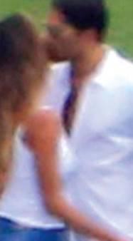 Belen e Borriello, il bacio (Chi)