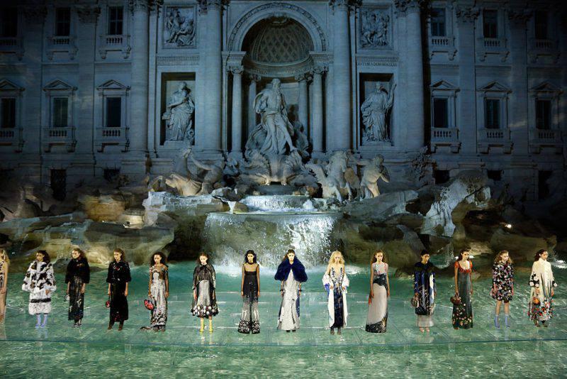 La filata di Fendi sulla Fontana di Trevi (Victor Boyko/Getty Images )