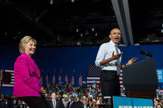 Barack Obama e Hillary Clinton (NICHOLAS KAMM/AFP/Getty Images)