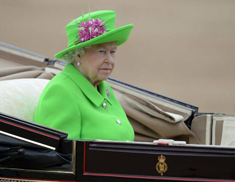 La Regina Elisabetta durante Trooping the Colour, la parata per la festa dei suoi 90 anni (OLI SCARFF/AFP/Getty Images)