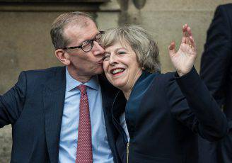 Theresa May con il marito Philip John May (CHRIS RATCLIFFE/AFP/Getty Images)