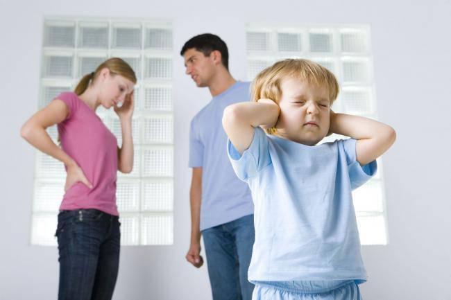 i danni dei bambini se vivono con genitori che litigano