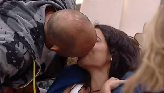 Stefano Bettarini bacia Alessia Macari (Grande Fratello Vip)