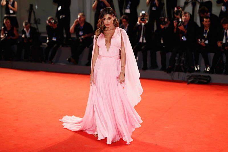 Belen al Festival del cinema di Venezia foto look e abito