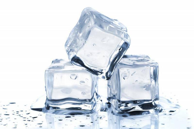 Ecco perchè dovresti preparare il ghiaccio con l'acqua calda