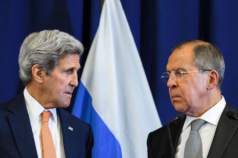 John Kerry e Sergej Lavrov (FABRICE COFFRINI/AFP/Getty Images)