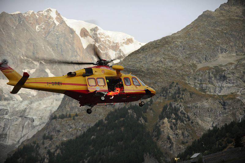 Operazioni di soccorso sul Monte Bianco (JEAN-PIERRE CLATOT/AFP/Getty Images)