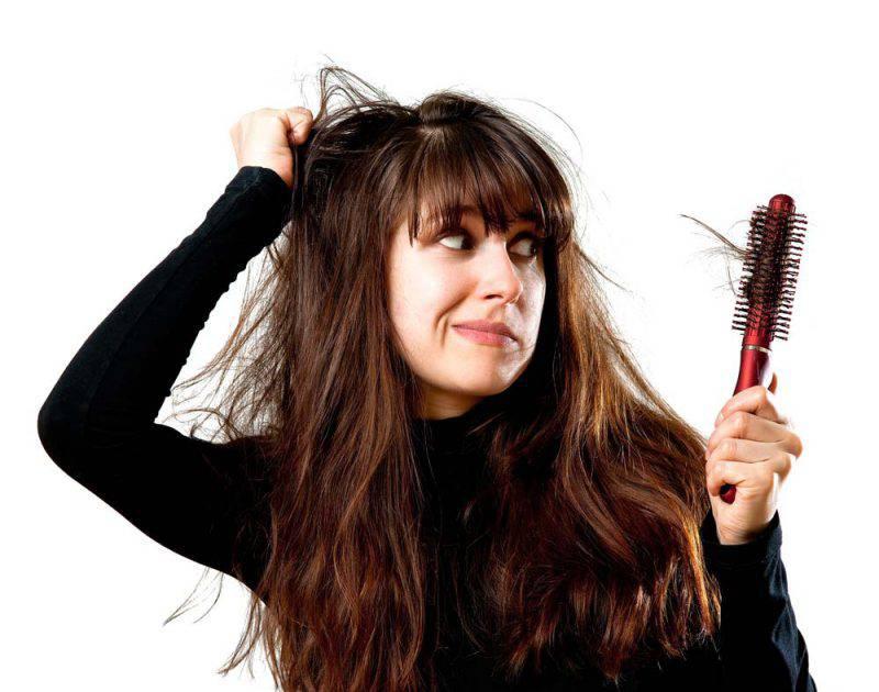 la carenza di vitamina d3 causa la caduta dei capelli