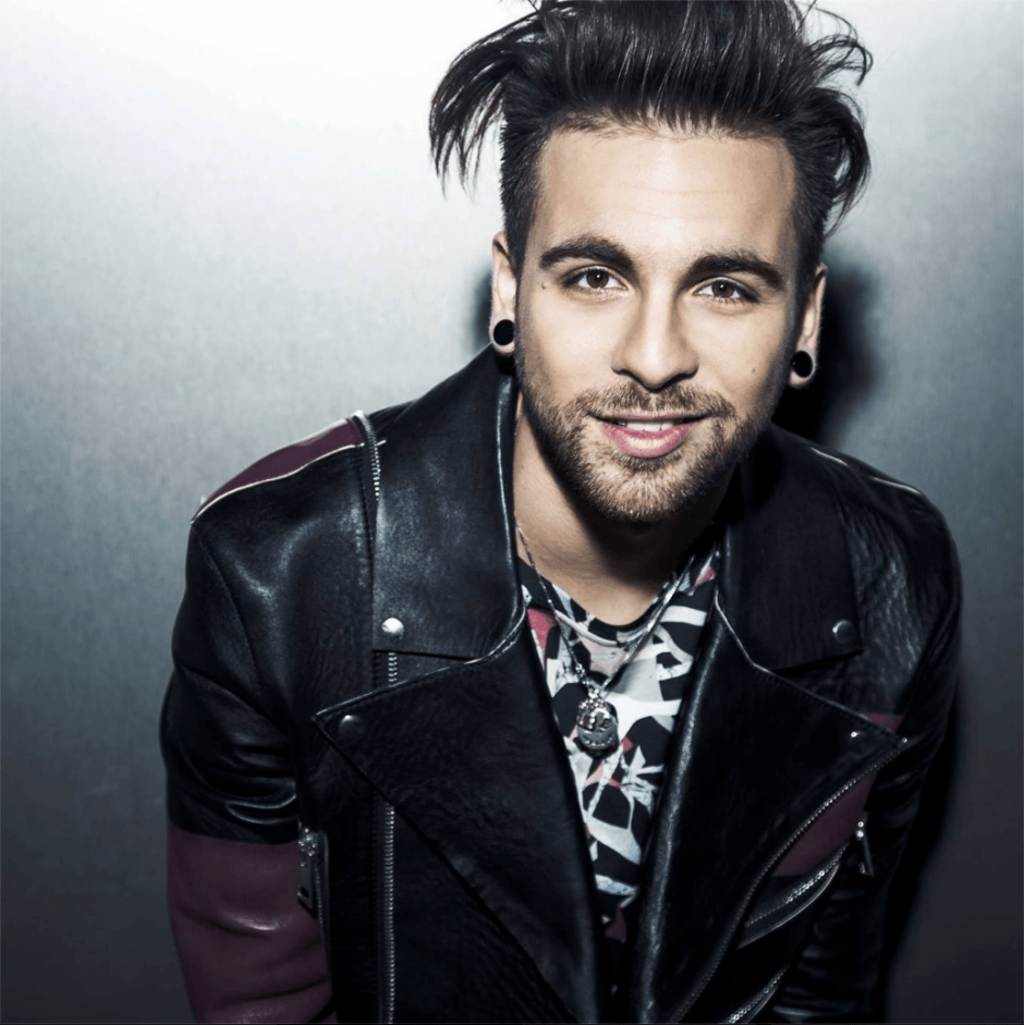 Sanremo 2017: Cameraman colpisce Alessio Bernabei in diretta
