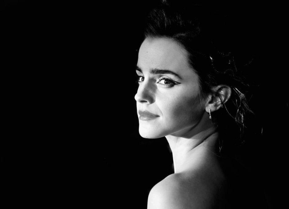 Emma Watson risponde alle critiche sulla sua foto a seno nudo