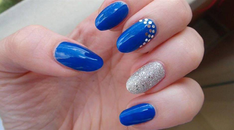 Tutorial nail art bellissime unghie blu elettrico e argento! Ecco un video  dove è proposta una nail art semplicissima, ma di grande effetto grazie ai