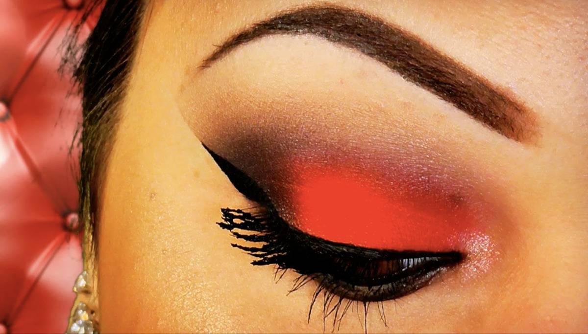 trucco occhi rosso e nero