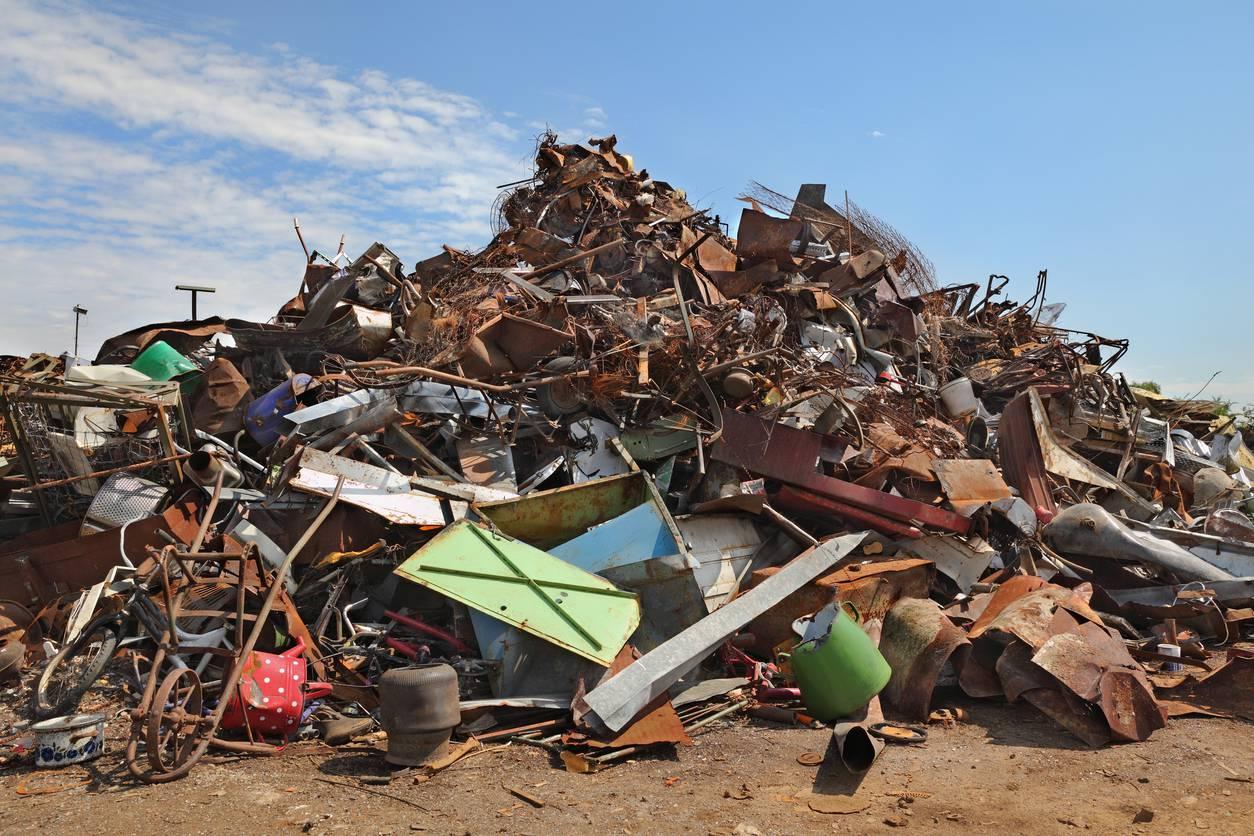 Traffico illecito di rifiuti in sei Regioni: indagini anche in Toscana
