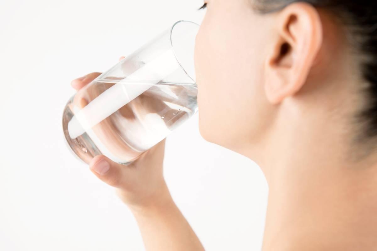 Acqua alcalina, tutti i suoi benefici e come prepararla