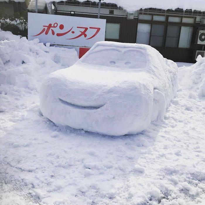 cars pupazzo neve