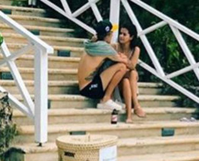 justin e selena insieme in jamaica