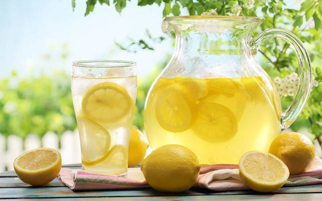 come viene preso il tè al limone per perdere peso