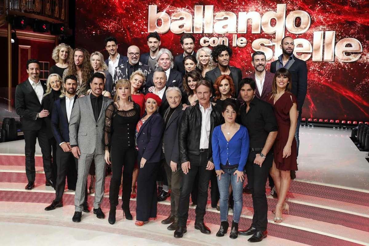 Fabrizio Frizzi, Milly Carlucci apre Ballando con le stelle con l'omaggio