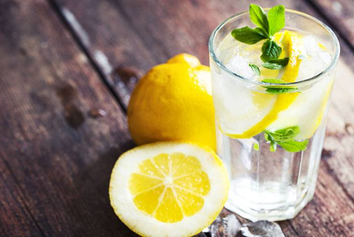 Acqua E Limone La Sera.Bere Acqua E Limone Dopo Cena I Principali Benefici