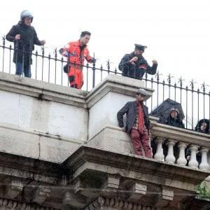 Tragedia a Genova: uomo si butta dal ponte di via XX Settembre