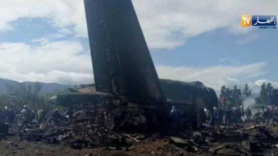 Cade un aereo militare A bordo 200 persone