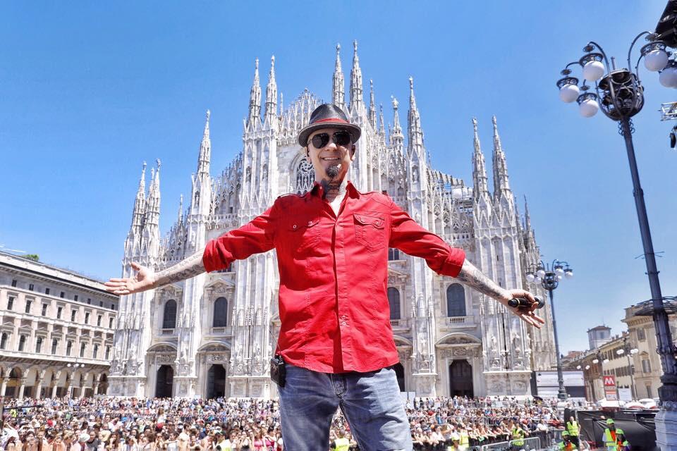 J-Ax apre il suo negozio di marijuana legale a Milano