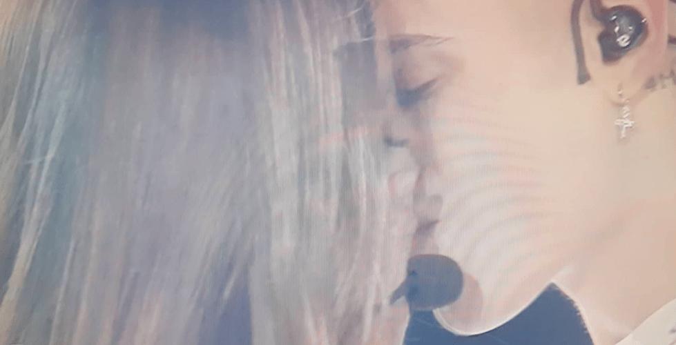 biondo emma bacio serale