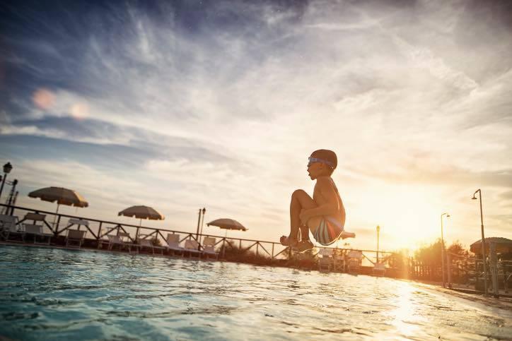 dodicenne vola a Bali