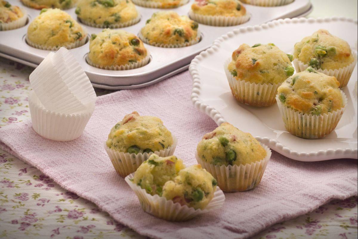 muffin salati, prosciutto e piselli