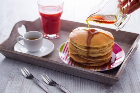 colazione pancake sciroppo d'acero