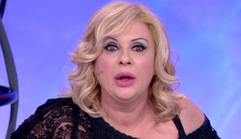 Tina Cipollari cafona e maleducata per 5mila euro al mese
